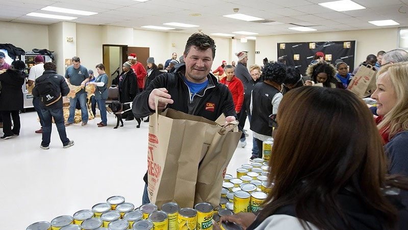A CIBC employee volunteering for the Hills Food Pantry